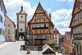 The Plönlein with the Sieberstor (left) and the Kobolzeller Tor (right) in Rothenburg ob der Tauber, Middle Franconia, Bavaria, Germany