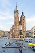 Street scene and St. Marys Basilica, UNESCO World Heritage Site, Krakow, Poland, Europe