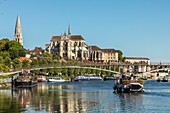 SAINT-ETIENNE CATHEDRAL AND SAINT-GERMAIN ABBEY, RIVER PORT ON THE YONNE, QUAY OF THE ANCIENNE ABBAYE (OLD ABBEY), AUXERRE, YONNE, BURGUNDY, FRANCE