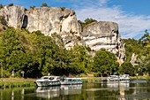 SAUSSOIS ROCK, LIMESTONE CLIFF 60 METERS HIGH, THE REMAINS OF A CORAL REEF OVERLOOKING THE NIVERNAIS CANAL, MERRY SUR YONNE, YONNE, BURGUNDY, FRANCE