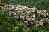 Anversa degli Abruzzi, Abruzzo, Italy. Ancient houses leaning against each other