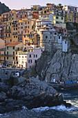 Village of Manarola, Cinque Terre National Park, municipality of Riomaggiore, La Spezia province, Liguria district, Italy, Europe