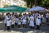 Folkloremusiker treten in der Altstadt auf, Pula, Istrien, Kroatien, Europa
