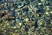Klares Wasser im Hafen, Vis, Vis, Split-Dalmatien, Kroatien, Europa