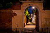 Unterwegs im nächtlichen Venedig, Venetien, Italien, Europa