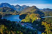 Blick auf den Alpsee und Hohenschwangau, Oberallgäu, Bayern, Deutschland