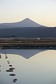 Äthiopien; Region Afar; Danakilwüste; Salinen am Afrera See; Wasserbecken zur Salzgewinnung; großflächiger Salzabbau um den See