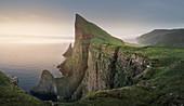 Klippen von Mylingur auf der Insel Streymoy, Färöer Inseln\n