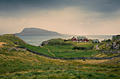 Häuser an der Küste in Torshavn, Färöer Inseln\n