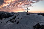Sonnenuntergang am Gipfel der Hörndlwand, Chiemgauer Alpen, Ruhpolding, Bayern, Deutschland
