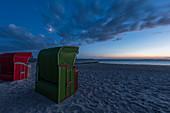Strandkörbe am Abend, Insel Föhr, Nordfriesland, Deutschland