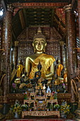 Giant Buddha statue inside of Wat Xieng Thong Temple, Luang Prabang, Luang Prabang Province, Laos, Asia