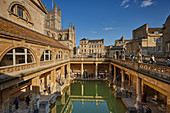 The main pool at the Roman Baths, with Bath Abbey behind, in Bath, UNESCO World Heritage Site, Somerset, England, United Kingdom, Europe