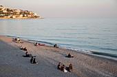 France, Alpes Maritimes, Nice, Quai des Etats Unis, the pebble beach of the Baie des Anges