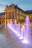 France, Cote d'Or, Dijon, area listed as World Heritage by UNESCO, Place de la Lib?ration with the tower Philippe le Bon of the Palace of the Dukes of Burgundy