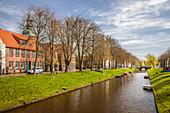 Gracht in der Altstadt von Friedrichstadt, Nord-Friesland, Schleswig-Holstein