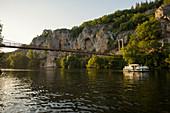 Hausboot, Saint-Cirq-Lapopie, Les Plus Beaux Villages de France, am Lot, Département Lot, Midi-Pyrénées, Frankreich