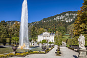 Water parterre and fountain of Linderhof Palace, Ettal, Allgäu, Bavaria, Germany