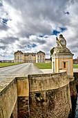 Blick auf Schloss Augustusburg von der Promenade aus, Brühl, Nordrhein-Westfalen, Deutschland