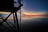 Winterlicher Sonnenuntergang an der Nordsee, Dorum, Niedersachsen, Deutschland