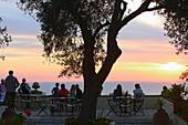 Sonnenuntergang von der Terrasse des Levant Hotel, Pelekas, Insel Korfu, Ionische Inseln, Griechenland