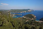 Blick von Lakonas über die Buchten von Paleokastritsa, Insel Korfu, Ionische Inseln, Griechenland