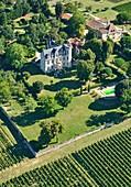 France, Gironde, Plassac, Castle Bellevue Plassac, Bed and breakfast (aerial view)