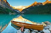 Cedar-Strip Canoe at Lake Louise, Banff National Park, UNESCO World Heritage Site, Alberta, Canadian Rockies, Canada, North America