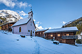 Old mountain huts and chapel on the Oberstalleralm in the Arntal, Innervillgraten, Villgratental, East Tyrol, Tyrol, Austria
