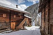 Alfenalm (1,720 m) in the Alfental above limestone, Innervillgraten, Villgratental, East Tyrol, Tyrol, Austria