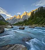 Rauma River, Trolltindan, Romsdalen, More og Romsdal, Norway