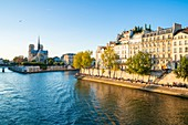 France, Paris, area listed as World Heritage by UNESCO, the Seine Embankment, Saint Louis Island and the Ile de la Cite with Notre Dame Cathedral