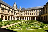 France, Calvados, Caen, the Abbaye aux Hommes (Men Abbey), cloister and Saint Etienne abbey church