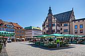 Wochenmarkt auf dem Marktplatz in Schweinfurt, Bayern, Deutschland