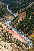 USA,Wyoming,Yellowstone National Park,Yellowstone River flowing through Grand Canyon in Yellowstone National Park