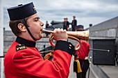 Uniformierte Darsteller, bekannt als Fort Henry Guard, führen Demonstrationen des britischen Militärlebens und Führungen für Besucher der historischen Stätte Fort Henry und des Museums für lebendige Geschichte durch, Kingston, Ontario, Kanada, Nordamerika