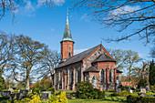 Blick auf die St.Marien-Kirche von Basthorst, Herzogtum Lauenburg, Schleswig-Holstein, Deutschland