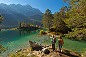 Hikers at the Eibsee, view to the Zugspitze, Werdenfelser Land, Bavaria, Germany