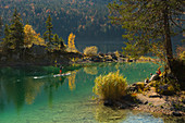 Stand-up paddling on the Eibsee below the Zugspitze, Werdenfelser Land, Bavaria, Germany