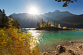 Autumn at the Eibsee, view to the Zugspitze, Werdenfelser Land, Bavaria, Germany