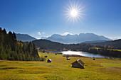 Huts at Geroldsee, view to Karwendel, Werdenfelser Land, Bavaria, Germany