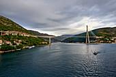 Hafeneinfahrt Dubrovnik mit Franjo-Tudman-Brücke, Kroatien, Europa