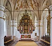 Altarraum in der St. Urbanus Kirche in Dorum, Niedersachsen, Deutschland