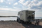 Van mit Fahrrädern und Hund direkt am Meer, Kungsbacka, Halland, Schweden