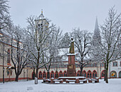 View of the town hall square with fountain in snow, Freiburg, Breisgau, Southern Black Forest, Black Forest, Baden-Wuerttemberg, Germany, Europe