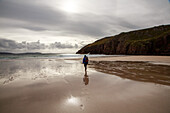 Walkers at low tide on Oldshoremore Beach, North West Sutherland Coast, Highlands, Scotland UK