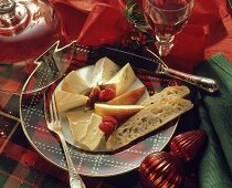 Cheese plate: various cheese with pieces of fruit & white bread