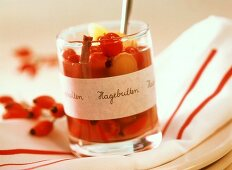 Pickled rosehips (tasty with savoury dishes)