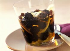 Blackberries in rum (for desserts or to eat with savoury food)