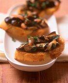 Crostini with chestnut mushrooms